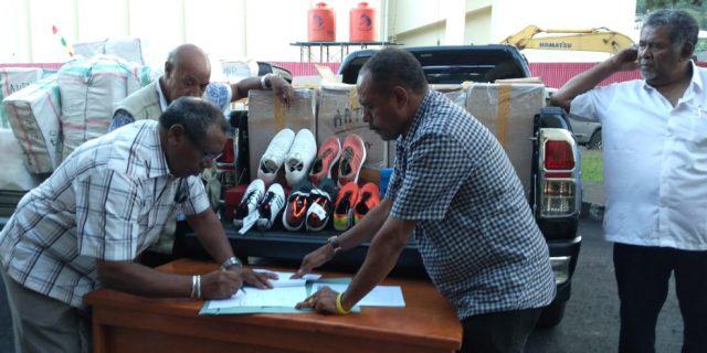 KONI Papua Serahkan Peralatan Atletik