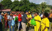 Bupati Yapen Berbagi Kasih Dengan Petugas Kebersihan