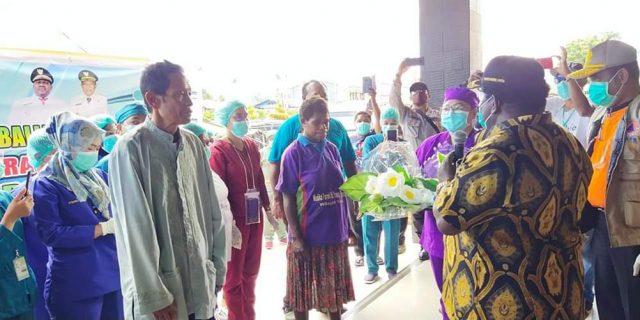 Dinyatakan Sembuh, Ungkapan Syukur Dokter Mawar Berlinang Air Mata