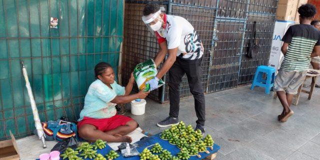KONI Papua Berbagi Kasih Dengan Masyarakat