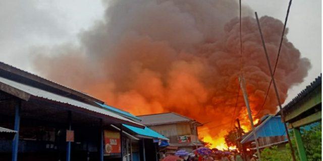 Ratusan Rumah Warga dan Kios Terbakar di Asmat