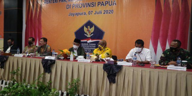 Menkes  Dorong Tenaga Medis Tekan Angka Kematian Corona di Papua
