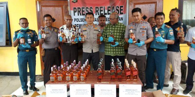 Polres Yapen Musnahkan Miras 350 Liter