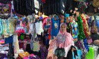 Pembeli Pakaian di Pasar Aroro Iroro Masih Sepi