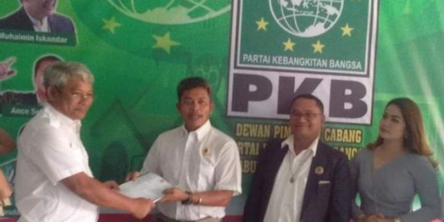 Dolok M Panjaitan Serahkan Formulir Pendaftaran di PKB