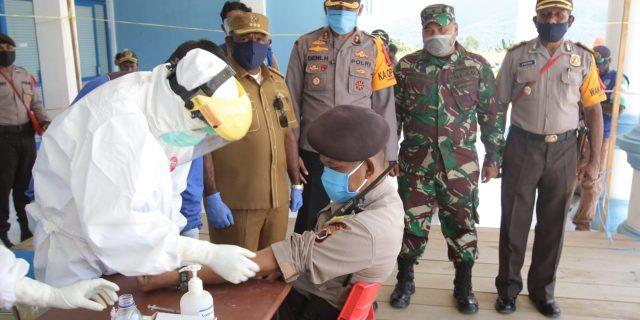 Di Mamteng Ratusan Anggota TNI-POLRI Jalani Rapid Test