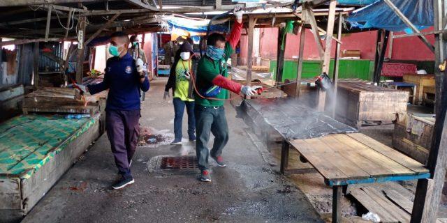 Pemkab Yapen Kembali Semprotkan Desinfektan di Sejumlah Titik