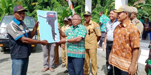 Warga Kampung Waindu Dapat Bantuan dari Pemkab Yapen